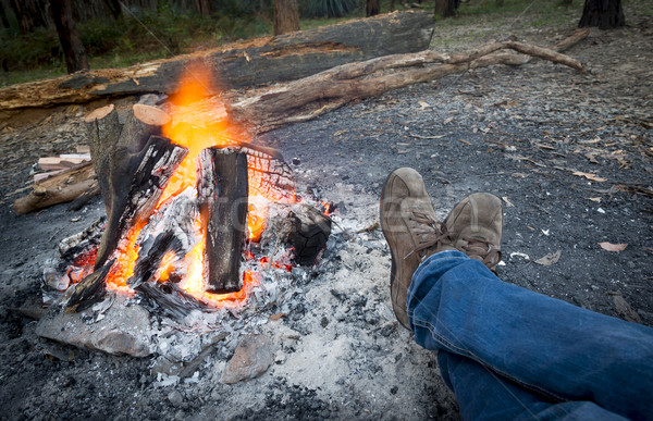 Pies hoguera persona anochecer camping bosques Foto stock © THP