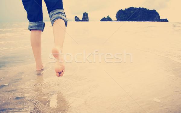 Tengerpart sétál fiatal nő egyedül víz test Stock fotó © THP