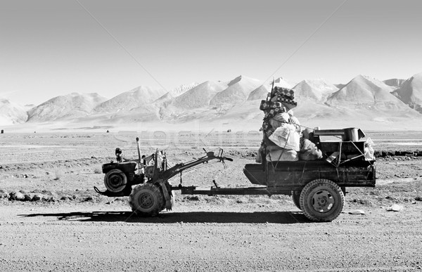 Transport typique forme utilisé tibet voiture Photo stock © THP