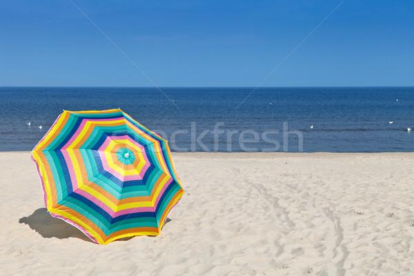 Parasol parapluie plage de sable été temps ciel Photo stock © ThreeArt