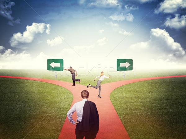 Trouver façon gens d'affaires différent herbe Photo stock © tiero
