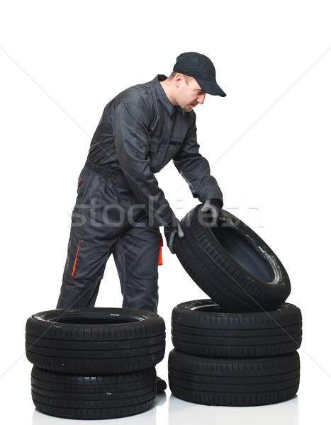 Mechaniker Arbeit jungen bewegen Reifen isoliert Stock foto © tiero