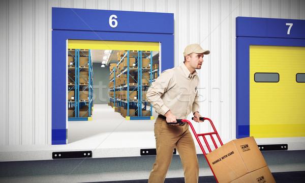 Rápido entrega jovem trabalhador dever armazém Foto stock © tiero