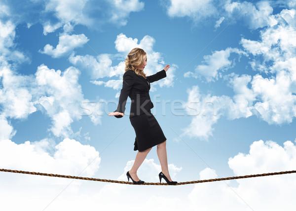 Femme corde ciel bleu nuages ciel sécurité Photo stock © tiero
