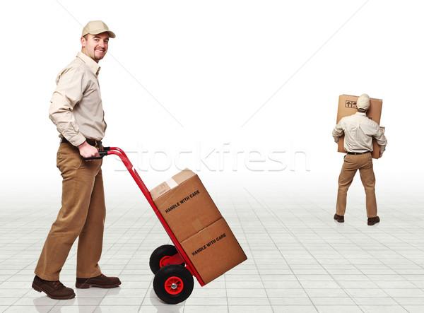Mensajero trabajo sonriendo jóvenes cajas mano Foto stock © tiero