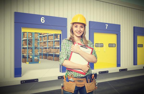 笑顔の女性 義務 マニュアル ワーカー 外 倉庫 ストックフォト © tiero