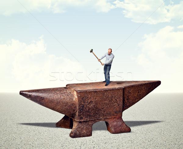 Férfi vasaló üllő kalapács égbolt munka Stock fotó © tiero