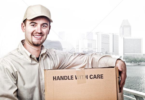 Mensajero trabajador sonriendo moderna ciudad trabajo Foto stock © tiero