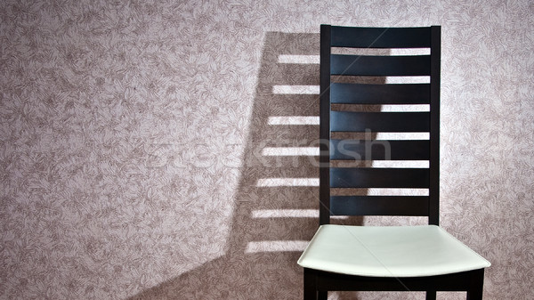 Président ombre modernes chaise en bois mur maison Photo stock © timbrk