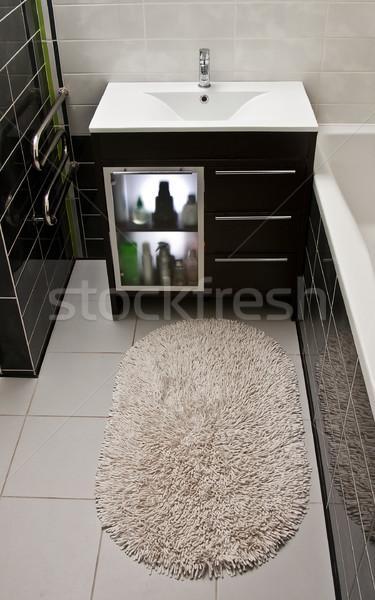 Bano alfombra artículos de tocador moderna interior Foto stock © timbrk