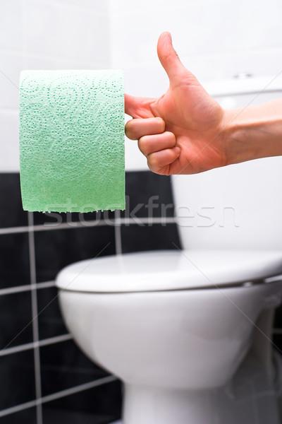 туалетная бумага человеческая рука зеленый туалет чаши Сток-фото © timbrk