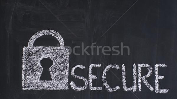 Beveiligde hangslot krijt Blackboard technologie Stockfoto © timbrk