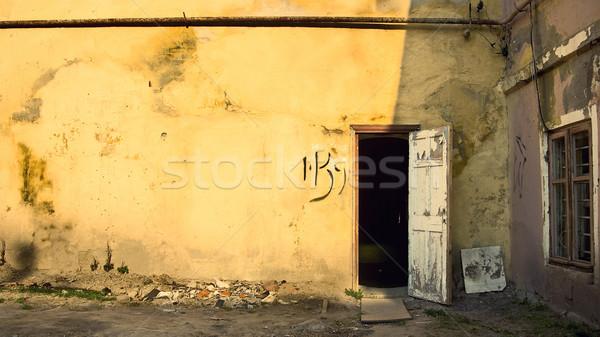грубо стены двери старые желтый открытых дверей Сток-фото © timbrk