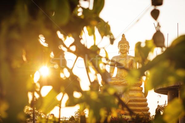 Estátua sessão buda templo Tailândia adorar Foto stock © timbrk