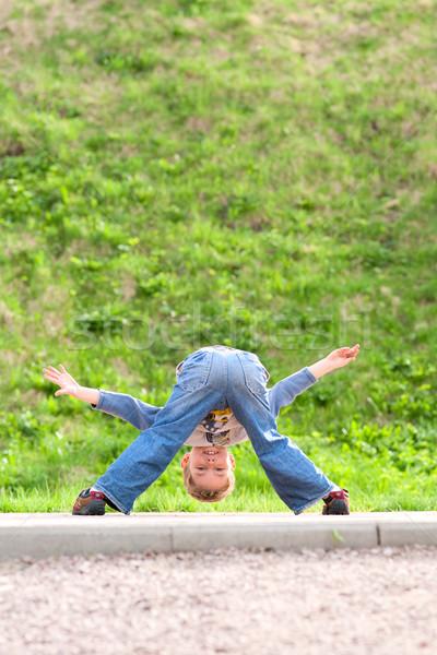 детство мало мальчика играет игры Сток-фото © timbrk
