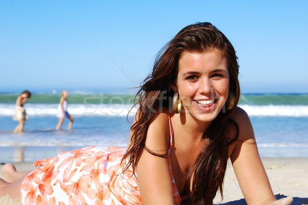 Genießen Sommer Strand Himmel Mädchen Stock foto © tish1