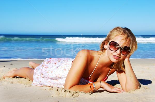 Mulher jovem verão praia céu menina Foto stock © tish1