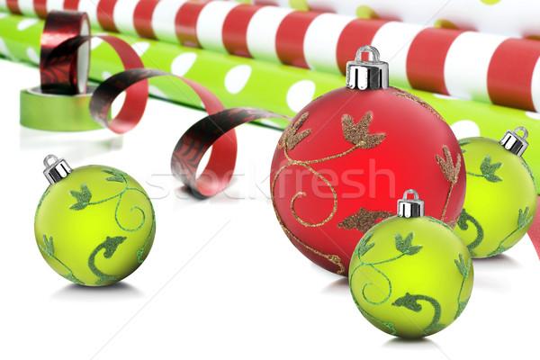 Tekercsek ajándék csomagolópapír szalag piros zöld Stock fotó © tish1