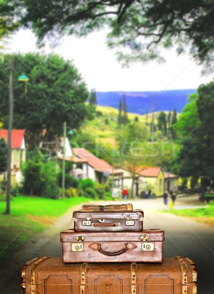 Koffer Kleinstadt Straße Haus Hintergrund Stock foto © tish1
