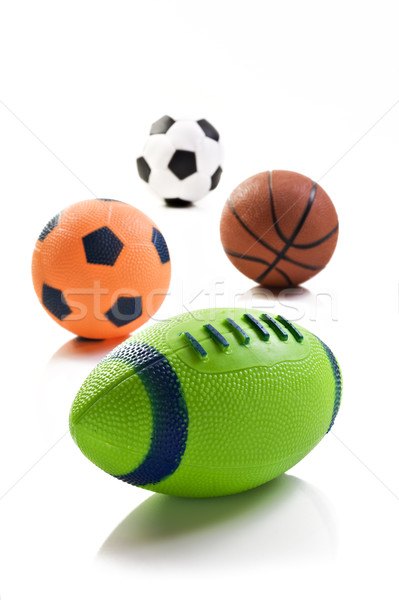 compare and contrast volleyball and soccer The main difference between basketball and soccer is the method what is the difference between soccer and what are the duties of the officials in volleyball q:.