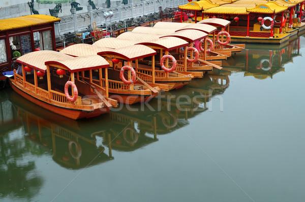 Linha barcos rio pier templo navio Foto stock © tito