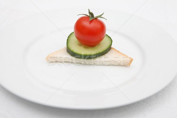 Régime alimentaire repas sandwich concombre tomate plaque Photo stock © tlorna