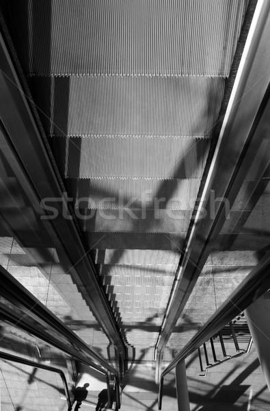 Escalator escaliers transport personnes up vers le bas Photo stock © tlorna