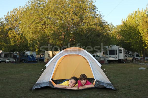 姉妹 テント 笑みを浮かべて 家族 キャンプ場 ストックフォト © tobkatrina