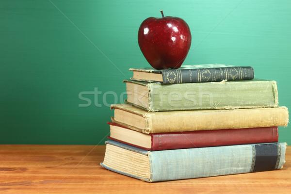 図書 リンゴ 黒板 コピースペース 木材 ストックフォト © tobkatrina