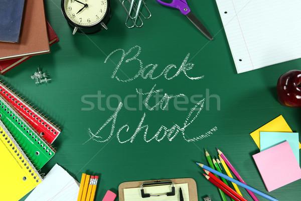 Stock foto: Farbenreich · Zurück · in · die · Schule · Vorräte · grünen · Tafel · Holz