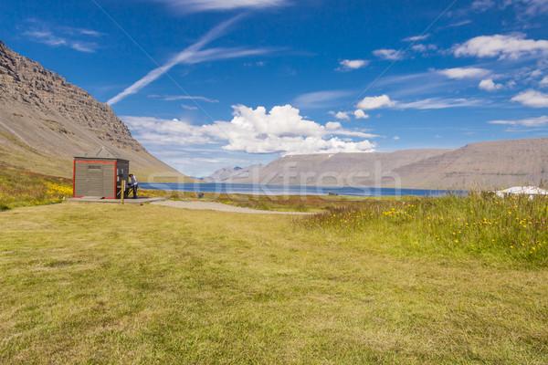 Stock fotó: Kempingezés · vízesés · Izland · zöld · fű · fából · készült · wc