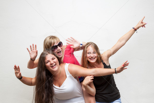 группа молодые беззаботный друзей Лучшие друзья женщины Сток-фото © tommyandone