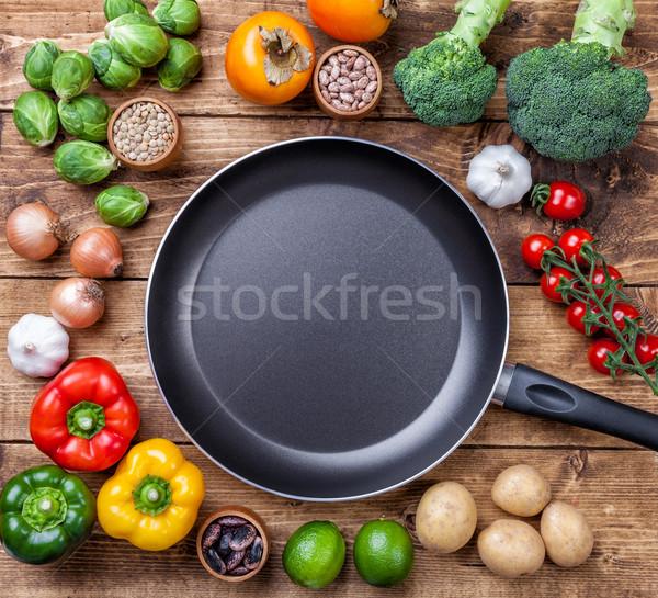 Legume fructe ierburi tigaie Imagine de stoc © tommyandone