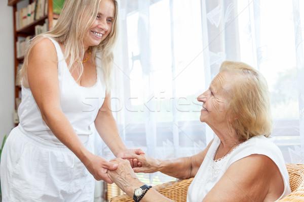 Aider soins âgées personnes femme famille Photo stock © tommyandone
