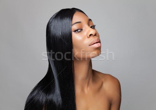 Zwarte schoonheid lang steil haar jonge vrouw Stockfoto © tommyandone