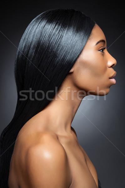 Zwarte vrouw lang steil haar zwarte mooie vrouw rechtdoor Stockfoto © tommyandone