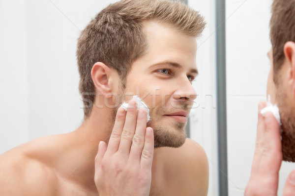 Manhã higiene banheiro bonito homem olhando Foto stock © tommyandone