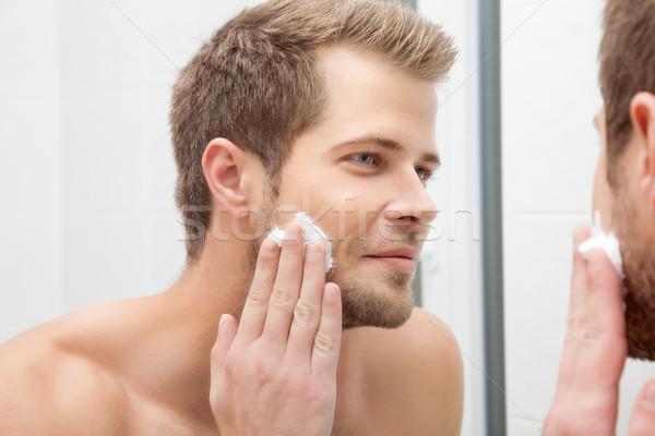 Ochtend hygiëne badkamer knap man naar Stockfoto © tommyandone