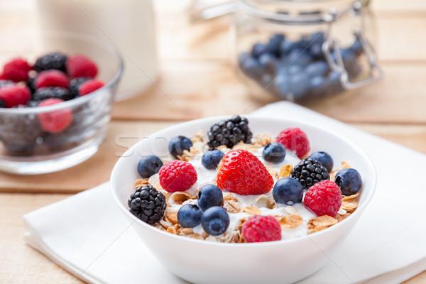 Gezonde voedzaam yoghurt granen vers ruw Stockfoto © tommyandone