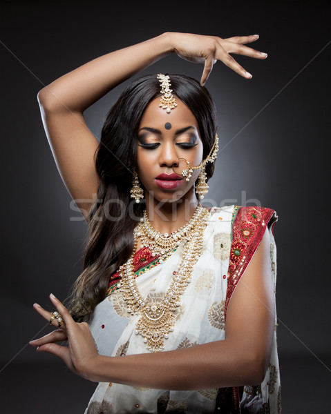Jeunes indian femme maquillage Photo stock © tommyandone