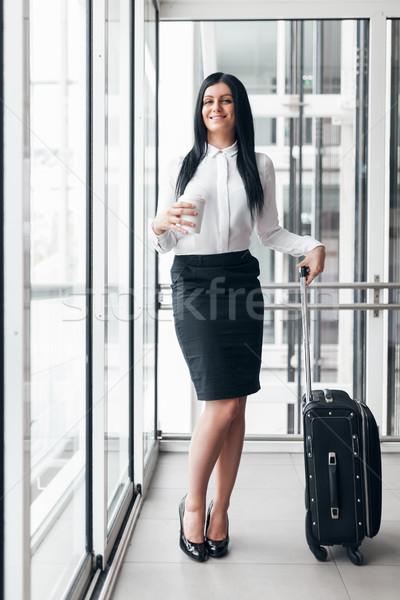 Stok fotoğraf: Başarılı · iş · kadını · kahve · bavul · ofis · genç