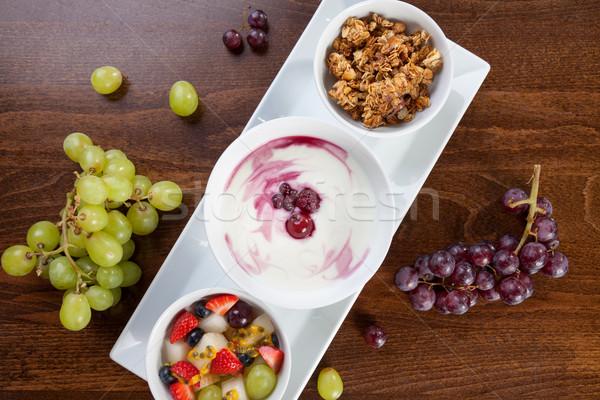 Sağlıklı granola yoğurt taze meyve meyve çilek Stok fotoğraf © tommyandone