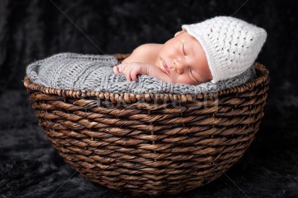 Belle à l'intérieur panier osier bébé Photo stock © tommyandone