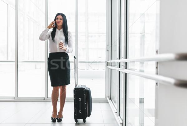 Foto stock: Exitoso · mujer · de · negocios · café · maleta · oficina · jóvenes