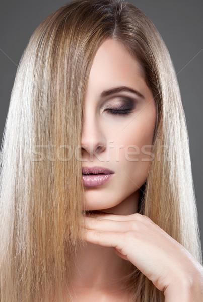 Jonge blond schoonheid steil haar portret mode Stockfoto © tommyandone