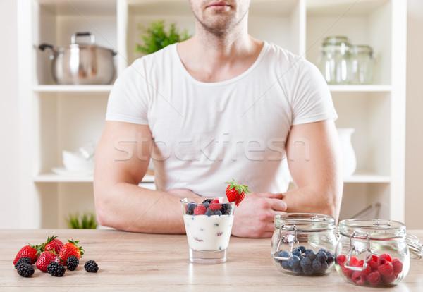 Homme délicieux yaourt fraîches baies Photo stock © tommyandone
