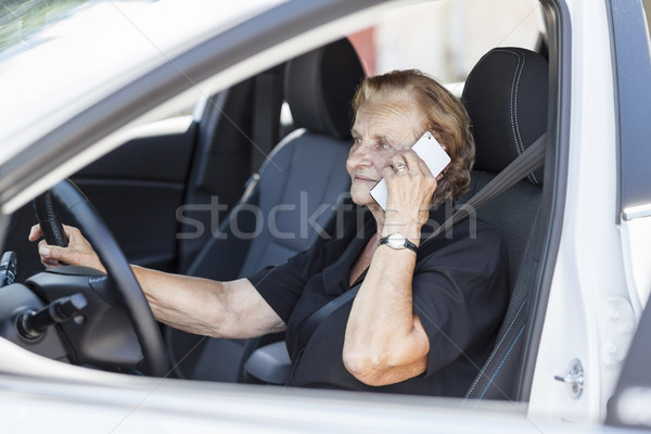 Achter stuur auto vrouw gelukkig Stockfoto © tommyandone