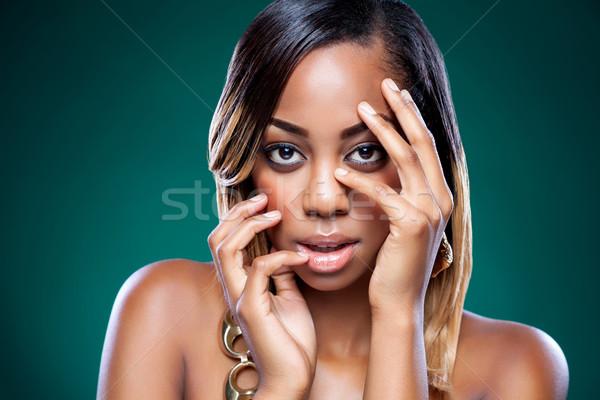 Gyönyörű afroamerikai nő tökéletes bőr fiatal szépség Stock fotó © tommyandone
