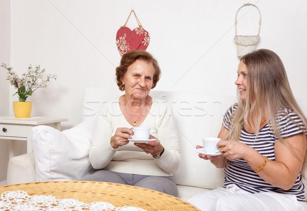Cuidador copo chá idoso aposentados Foto stock © tommyandone