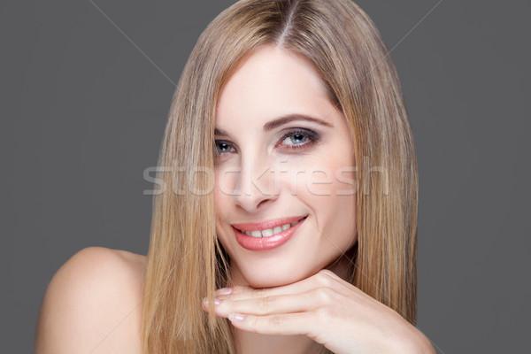 Jonge blond schoonheid steil haar portret gelukkig Stockfoto © tommyandone